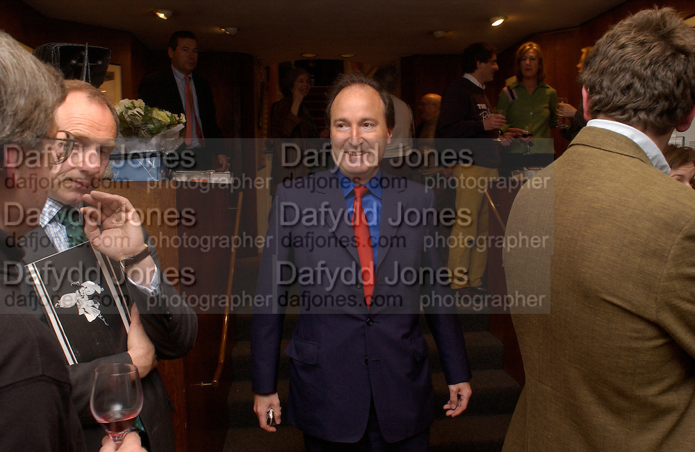 Charles Moore, Nicholas Garland prints and drawings, Fine Art Society. 13 May 2003. © Copyright Photograph by Dafydd Jones 66 Stockwell Park Rd. London SW9 0DA Tel 020 7733 0108 www.dafjones.com