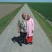 Nederland-Finsterwolde (GR)-14-05-2001.<br /> Echtpaar Ngilamele in de CC polder.<br /> Foto: Sake Elzinga
