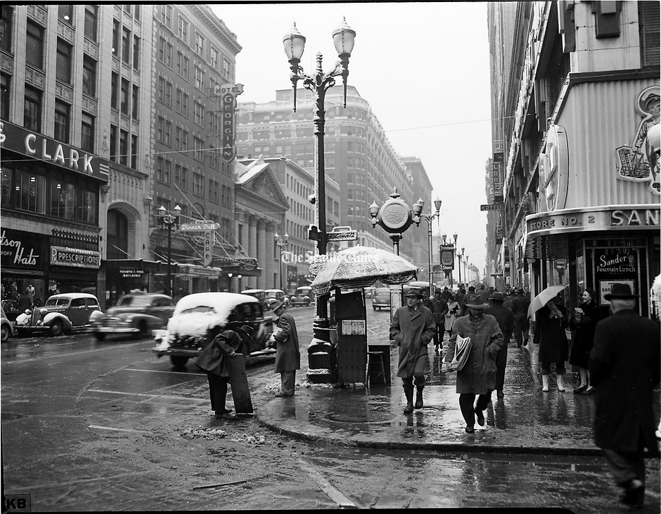 Snowstorm in Downtown Seattle. (The Seattle Times, 1946)
