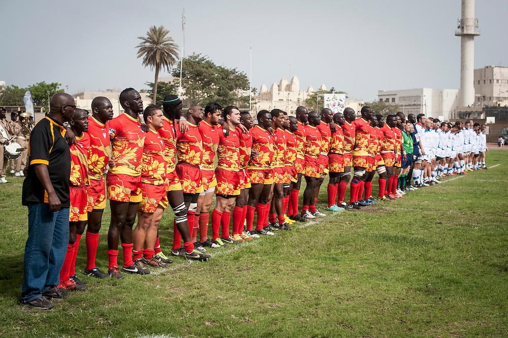 11/06/2013. Stade Iba Mar Diop, Dakar, Senegal. Les joueurs des équipes de rugby du Senegal et de la Namibie écoutent les hymnes nationaux respectifs avant de disputer premier match de la demi-finale de la Coupe d'Afrique des Nations B. ©Sylvain Cherkaoui