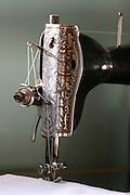 Vitoriano Veloso_MG, Brasil...Detalhe de uma maquina de costura antiga...Detail of a ancient sewing machine...Foto: LEO DRUMOND / NITRO