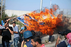 16.10.2015, Gaza city, PSE, Gewalt zwischen Palästinensern und Israelis, im Bild eine Israelische Flagge wird bei Zusammenstössen zwischen Palästinensischen Demonstranten und Israelischen Sicherheitskräfte verbrannt // A Palestinian protester burns Israeli flag during clashes with Israeli security forces at the Erez crossing checkpoint in the northern Gaza Strip October 16, 2015. The unrest that has engulfed Jerusalem and the occupied West Bank, the most serious in years, has claimed the lives of 35 Palestinians and seven Israelis. The tension has been triggered in part by Palestinians' anger over what they see as increased Jewish encroachment on Jerusalem's al-Aqsa mosque compound, Palestine on 2015/10/16. EXPA Pictures © 2015, PhotoCredit: EXPA/ APAimages/ Ashraf Amra<br /> <br /> *****ATTENTION - for AUT, GER, SUI, ITA, POL, CRO, SRB only*****