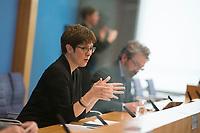 DEU, Deutschland, Germany, Berlin, 19.03.2020: Bundesverteidigungsministerin Annegret Kramp-Karrenbauer (CDU) in der Bundespressekonferenz zum Thema Unterstützung der Bundeswehr bei der Eindämmung des Coronavirus (Covid-19).