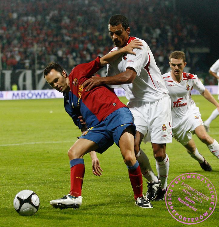 KRAKOW 26/08/2008.UEFA CHAMPIONS LEAGUE.THIRD QUALIFYING ROUND.SECOND LEG.WISLA KRAKOW v FC BARCELONA.NA ZDJ. ANDRES INIESTA /BARCELONA/ AND CLEBER /WISLA/.FOT. PIOTR HAWALEJ / WROFOTO.