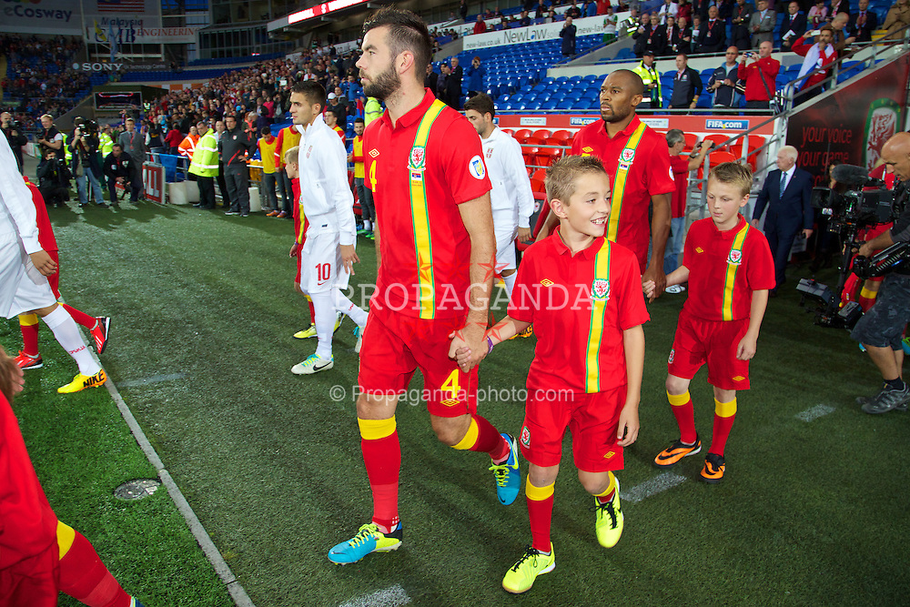 CARDIFF, WALES - Tuesday, September 10, 2013: Wales' Joe Ledley walks out to face Serbia during the 2014 FIFA World Cup Brazil Qualifying Group A match at the Cardiff CIty Stadium. (Pic by David Rawcliffe/Propaganda)