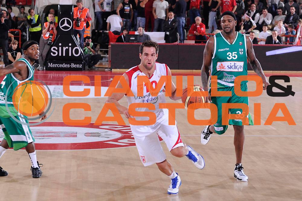 DESCRIZIONE : Teramo Lega A 2011-12 Bancatercas Teramo Sidigas Avellino<br /> GIOCATORE : Bruno Cerella<br /> CATEGORIA : palleggio penetrazione<br /> SQUADRA : Bancatercas Teramo<br /> EVENTO : Campionato Lega A 2011-2012<br /> GARA : Bancatercas Teramo Sidigas Avellino<br /> DATA : 30/10/2011<br /> SPORT : Pallacanestro<br /> AUTORE : Agenzia Ciamillo-Castoria/C.De Massis<br /> Galleria : Lega Basket A 2011-2012<br /> Fotonotizia : Teramo Lega A 2011-12 Bancatercas Teramo Sidigas Avellino<br /> Predefinita :