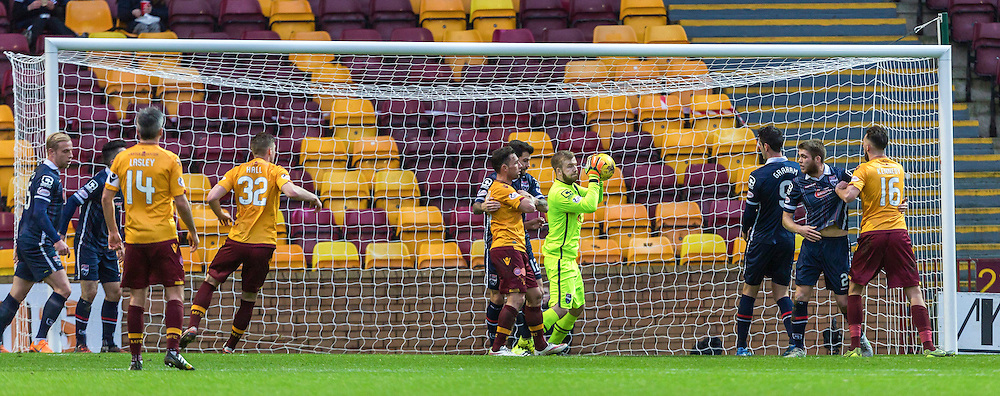 Scott Fox claims a corner during the match between Motherwell and Ross County (c) ROSS EAGLESHAM | Sportpix.co.uk