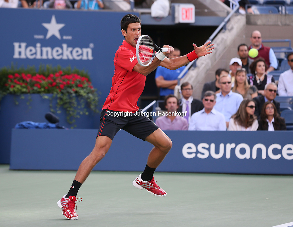 US Open 2013, USTA Billie Jean King National Tennis Center, Flushing Meadows, New York,<br /> ITF Grand Slam Tennis Tournament,Herren Endspiel,Finale,<br /> Novak Djokovic (SRB),Aktion,Einzelbild,<br /> Ganzkoerper,Querformat