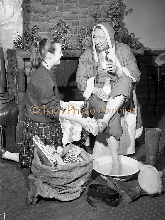18/12/1959<br /> 12/18/1959<br /> 18 December 1959<br /> <br /> Mr Sean Thompson who volunteers as Santa having his feet washed