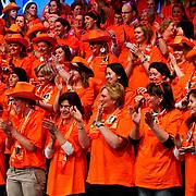 NLD/Baarn/20100408 - Opname programma Ik Hou van Holland, Publiek in het Oranje