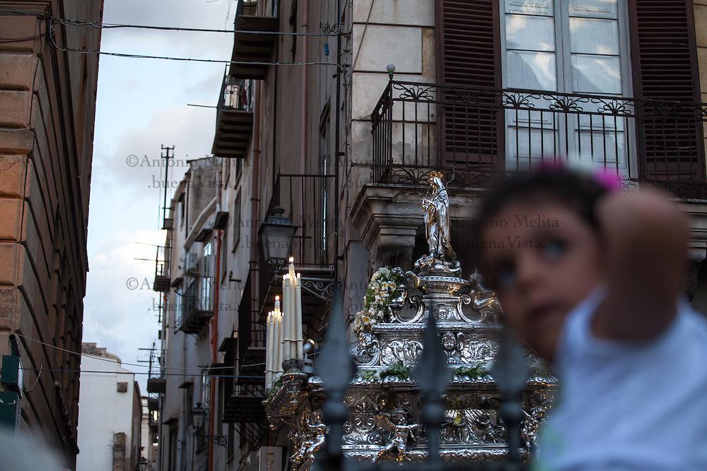 Il giorno dopo il Festino di Santa Rosalia, si svolge la processione che parte e si conclude alla Cattedrale di Palermo.