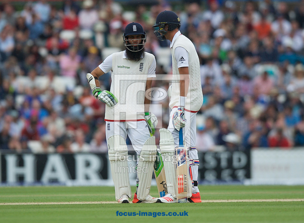 Batsmen Moeen Ali (left) and Stuart Broad of England during the 5th Investec Ashes Test match at the Kia Oval, London<br /> Picture by Alan Stanford/Focus Images Ltd +44 7915 056117<br /> 23/08/2015
