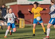 FODBOLD: Mille Pedersen (Herlufsholm GF) og Sabrina Jonassen (Ølstykke FC) under kampen i Sjællandsserien mellem Ølstykke FC og Herlufsholm GF den 9. april 2019 på Ølstykke Stadion. Foto: Claus Birch