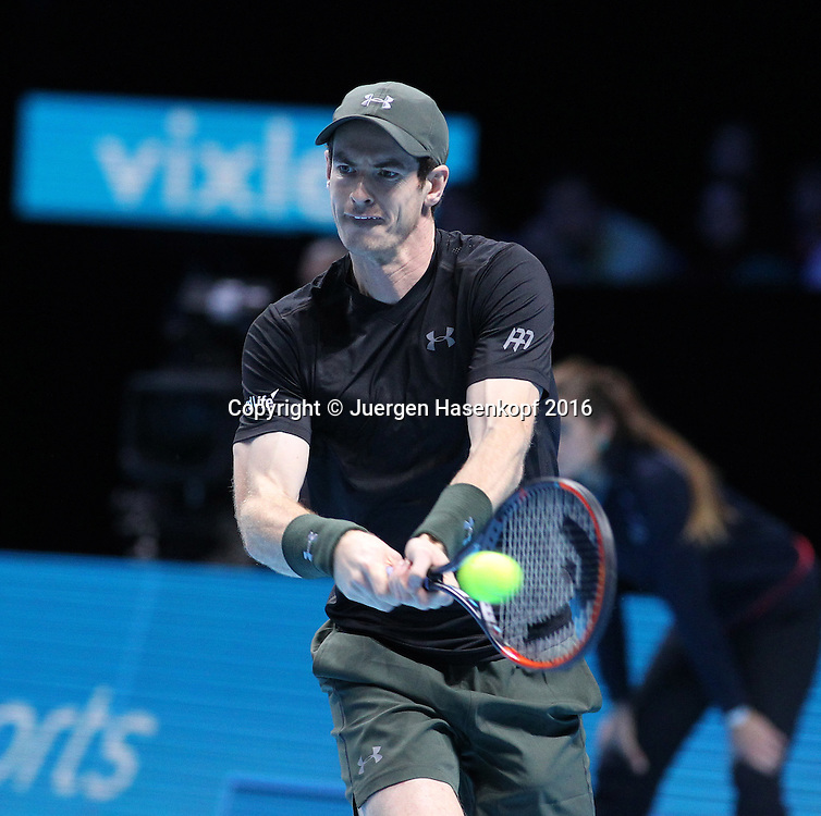 ANDY MURRAY (GBR) kommt auf den Platz, ATP World Tour Finals, O2 Arena, London, England.<br /> <br /> Tennis - ATP World Tour Finals 2016 - ATP -  O2 Arena - London -  - Great Britain  - 16 November 2016. <br /> &copy; Juergen Hasenkopf/Grieves