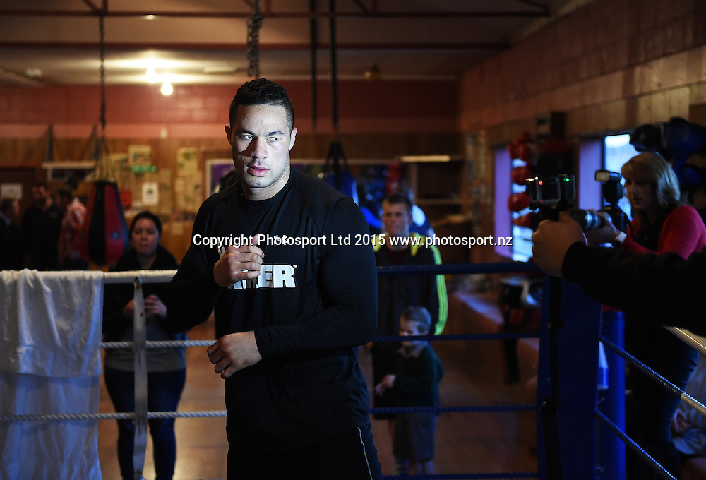 New Zealand Heavyweight boxer Joseph Parker during a training session ahead of the Burger King Road to the Title fight in Invercargill, New Zealand. Thursday 30 July 2015. Copyright photo: Andrew Cornaga / www.photosport.nz
