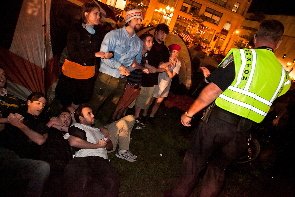 YusukeSuzuki_OccupyBostonCrashAgainstPolice04_BostonUSA_10/10.CR2