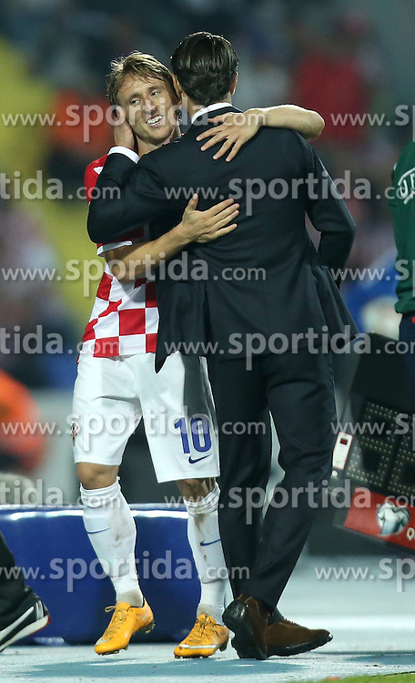 13.10.2014, Stadion Gradski vrt, Osijek, CRO, UEFA Euro Qualifikation, Kroatien vs Aserbaidschan, Gruppe H, im Bild Luka Modric, Niko Kovac // during the UEFA EURO 2016 Qualifier group H match between Croatia and Azerbaijan at the Stadion Gradski vrt in Osijek, Croatia on 2014/10/13. EXPA Pictures &copy; 2014, PhotoCredit: EXPA/ Pixsell/ Igor Kralj<br /> <br /> *****ATTENTION - for AUT, SLO, SUI, SWE, ITA, FRA only*****
