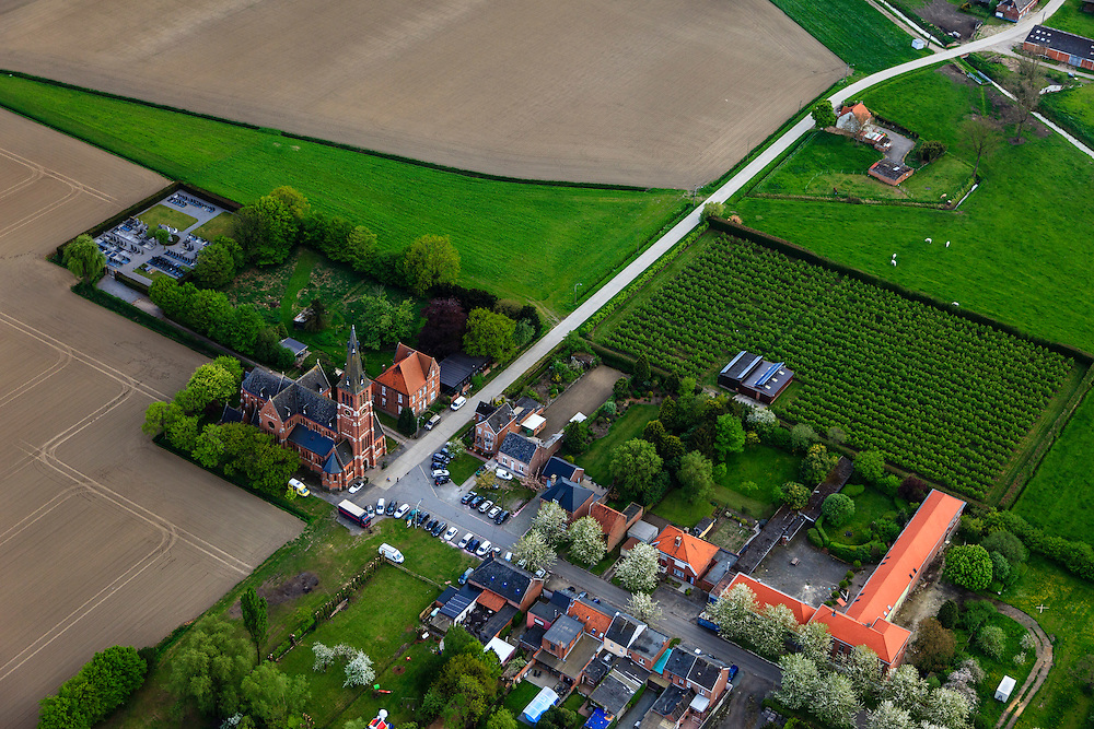 Belgie, Zeeuw-Vlaanderen, Prosper, 09-05-2013; tweelingdorpje Prosperdorp - Prosperdpolder met Sint-Engelbertuskerk.luchtfoto (toeslag op standard tarieven).aerial photo (additional fee required).copyright foto/photo Siebe Swart