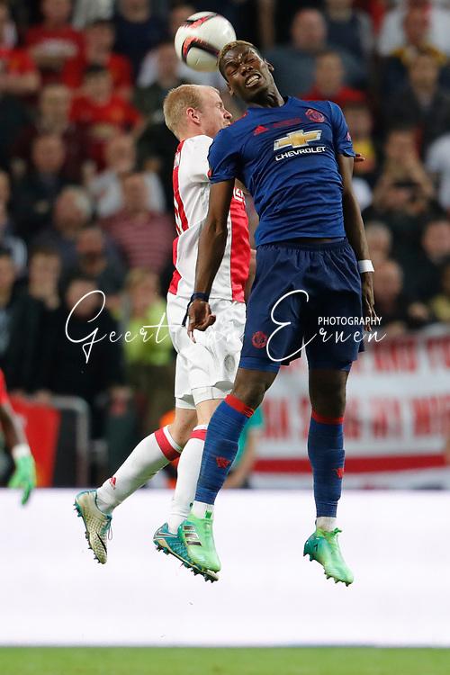 24-05-2017 VOETBAL:AJAX - MANCHESTER UNITED:FINALE:STOCKHOLM<br /> <br /> Paul Pogba van Manchester United in duel met Davy Klaassen van Ajax <br /> <br /> Foto: Geert van Erven
