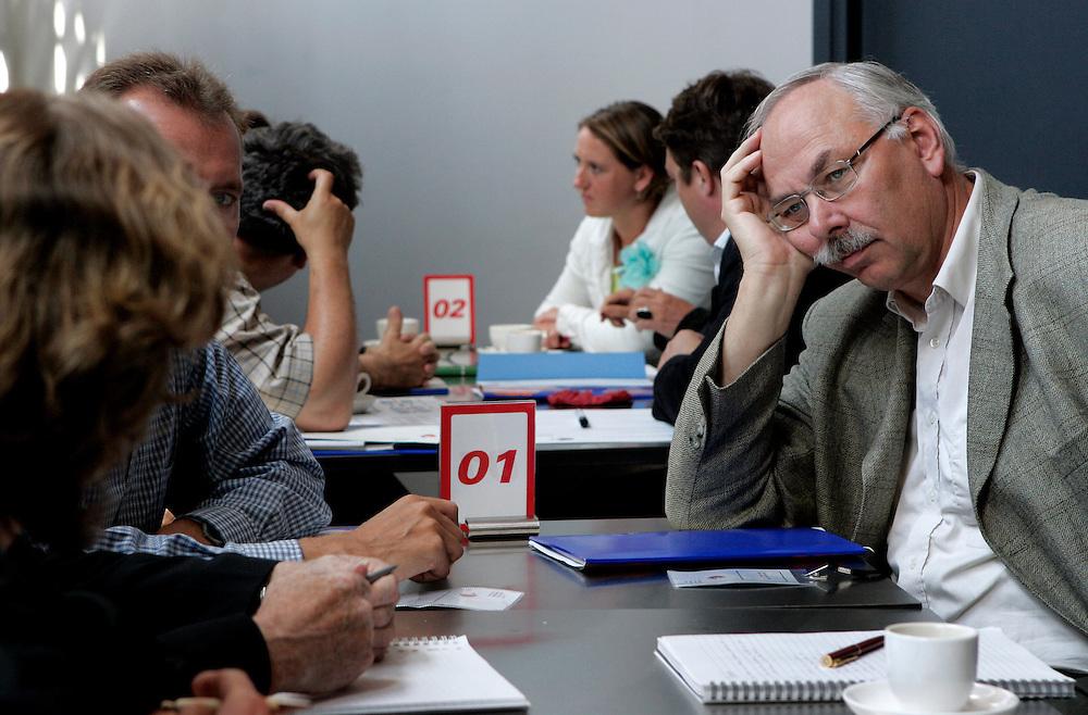 """THE NETHERLANDS-UTRECHT- June 14, 2005. Conference. 14/06/05. """"Morgen wordt het beter..."""" , slotconferentie over werkdruk, verzuim en rei?ntegratie bij universiteiten, hogescholen en onderzoeksinstellingen. PHOTO: GERRIT DE HEUS"""