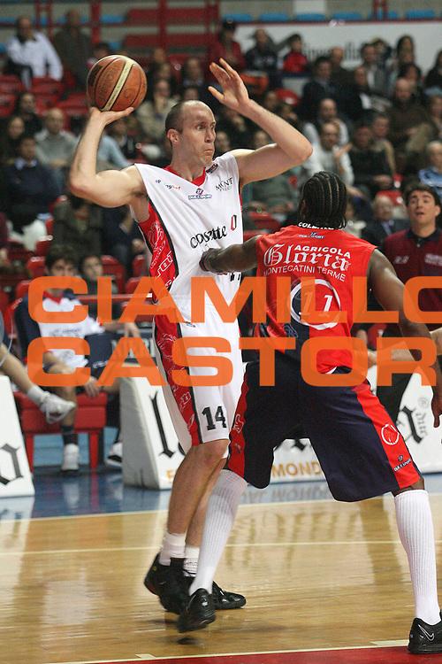 DESCRIZIONE : Montecatini Legadue 2006-07 Agricola Gloria Basket Rossoblu Montecatini Coopsette Basket Rimini<br /> GIOCATORE : Guarasci<br /> SQUADRA : Coopsette Basket Rimini<br /> EVENTO : Campionato Legadue 2006-2007<br /> GARA : Agricola Gloria Basket Rossoblu Montecatini Coopsette Basket Rimini<br /> DATA : 04/02/2007<br /> CATEGORIA : Passaggio<br /> SPORT : Pallacanestro<br /> AUTORE : Agenzia Ciamillo-Castoria/Stefano D'Errico