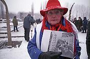"""Die Auschwitz-Überlebende Eva Moses Kor kurz vor dem Beginn der Gedenkfeiern zur 60. Jährigen Befreiung des Konzentrationslagers Auschwitz durch die Rote Armee am 27.01.1945...In ihren Händen hält sie eine Fotografie auf welcher sie mit ihrer Zwillingsschwester Miriam abgebildet ist. Auf der Selektionsrampe in Auschwitz wurde beide als Zwillings-schwestern indentifiziert und mit anderen für die Zwillingsexperimente von Dr. Josef Mengele ausgewählt...Die Fotografie stammt aus einem Film der Roten Armee, welcher kurz nach der Befreiung des Konzentrationslagers gedreht wurde. (mehr infos unter """"www.candles-museum.com"""")..Auschwitz Birkenau am 27.01.2005."""