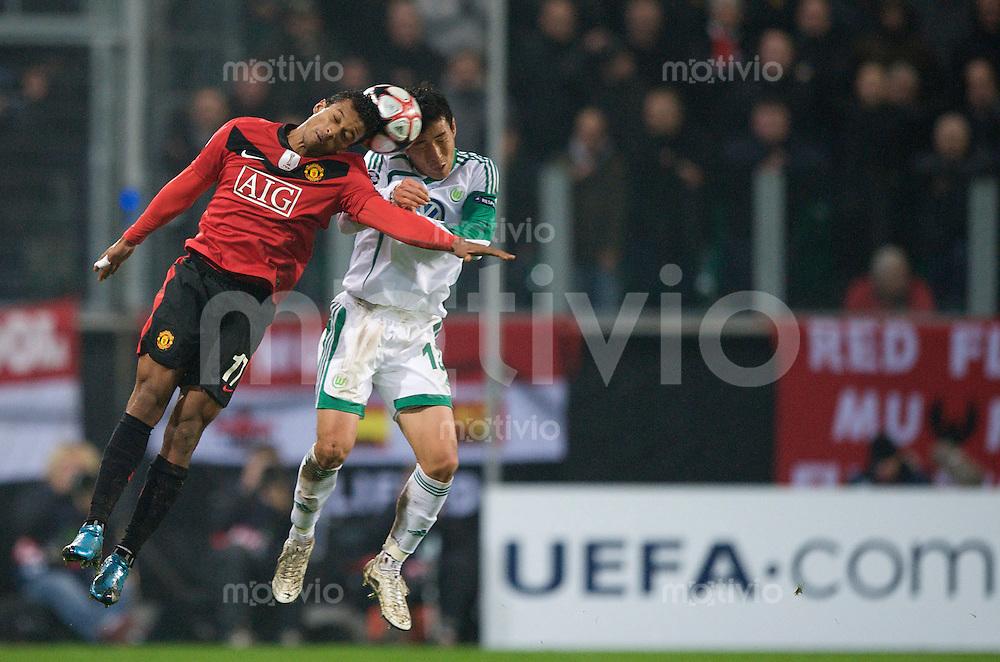 Fussball Uefa Champions League VFL Wolfsburg - Manchester United FC NANI (Manchester) gegen Makoto HASEBE (Wolfsburg).