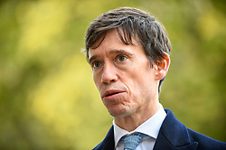 © Licensed to London News Pictures. 30/10/2019. LONDON, UK.  Rory Stewart MP, former Secretary of State for International Development, opposite the Houses of Parliament.  Photo credit: Stephen Chung/LNP