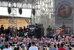 Público no show da banda Strike no palco principal do Planeta Atlântida 2013/SC, que acontece nos dias 11 e 12 de janeiro no Sapiens Parque, em Florianópolis. FOTO: Jefferson Bernardes/Preview.com