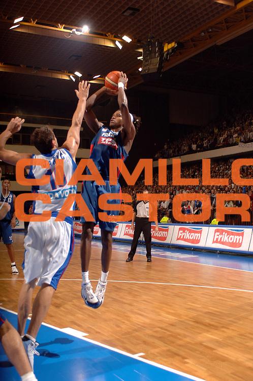 DESCRIZIONE : Novi Sad Eurobasket Men 2005 Francia-Serbia &amp; Montenegro<br /> GIOCATORE : Gelabale<br /> SQUADRA : Francia France<br /> EVENTO : Eurobasket Men 2005 Campionati Europei Uomini 2005<br /> GARA : Francia France Serbia &amp; Montenegro<br /> DATA : 20/09/2005<br /> CATEGORIA :<br /> SPORT : Pallacanestro<br /> AUTORE : Ciamillo&amp;Castoria/Fiba Europe Pool