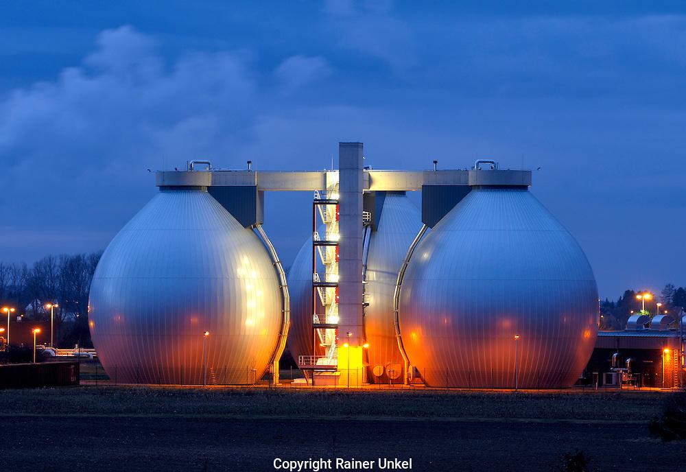 DEU , GERMANY : Gas tanks near Dueren.   17.01.2011.   Copyright by : Rainer UNKEL