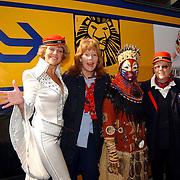 Persconferentie Joop van den Ende ivm start samenwerking met de NS, Simone Kleinsma en Lion King.Nederlandse Spoorwegen, conductrices