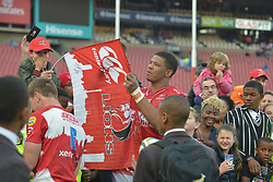 28-07-18 Emirates Airline Park, Johannesburg. Super Rugby semi-final Emirates Lions vs NSW Waratahs.  Marvin Orie signs a Lions flag after the game. <br />  Picture: Karen Sandison/African News Agency (ANA)