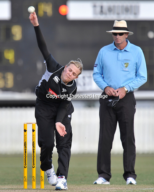 Lea Tahuhu bowling for the White Ferns during action in Game 6 (ODI) of the Rose Bowl Trophy Cricket played between Australia and New Zealand at Alan Border Field in Brisbane (Australia) ~ Monday 14May 2011 ~ Photo : Steven Hight (AURA Images) / Photosport