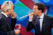 Lijsttrekkers Emile Roemer (SP), Diederik Samsom (PvdA), Sybrand Haersma van Buma (CDA), Geert Wilders (PVV) en Mark Rutte (VVD) bij de opname van het Jeugdjournaal.
