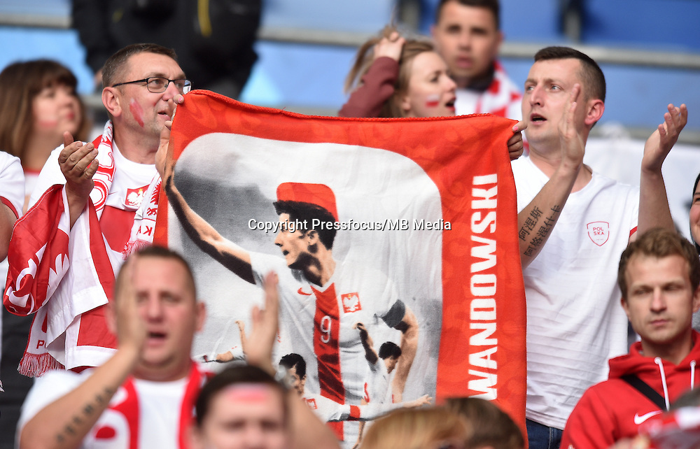 2016.06.16 Saint-Denis<br /> Pilka nozna Euro 2016<br /> mecz grupy C Polska - Niemcy<br /> N/z Kibice Polski, Fans Poland<br /> Foto Lukasz Laskowski / PressFocus<br /> <br /> 2016.06.16 Saint-Denis<br /> Football UEFA Euro 2016 group C game between Poland and Germany<br /> Kibice Polski, Fans Poland<br /> Credit: Lukasz Laskowski / PressFocus