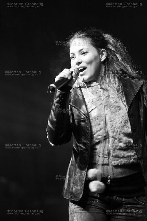 Mira Craig performing at the Kosmorama film festival in Trondheim, March 2006...Mira Craig opptrer under filmfestivalen Kosmorama i Trondheim, mars 2006.