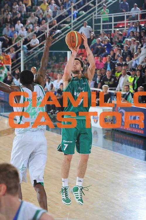 DESCRIZIONE : Treviso Lega A 2010-11 Quarti di finale Play off Gara 2 Air Avellino Benetton Treviso<br /> GIOCATORE : Stefan Markovic<br /> SQUADRA : Air Avellino Benetton Treviso<br /> EVENTO : Campionato Lega A 2010-2011<br /> GARA : Air Avellino Benetton Treviso<br /> DATA : 21/05/2011<br /> CATEGORIA : Tiro<br /> SPORT : Pallacanestro<br /> AUTORE : Agenzia Ciamillo-Castoria/GiulioCiamillo<br /> Galleria : Lega Basket A 2010-2011<br /> Fotonotizia : Treviso Lega A 2010-11 Quarti di finale Play off Gara 2 Air Avellino Benetton Treviso<br /> Predefinita :