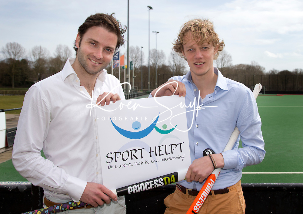 BLOEMENDAAL - initiatiefnemers Stichting SPORT HELPT, hockey-internationals Tim Jenniskens (r)  en Rogier Hofman. FOTO KOEN SUYK