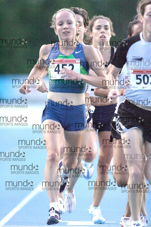 Tara Quinn-Smith competing in the women's 5000m at the 2006 Canadian Senior Track and Field Championships held in Ottawa 4-6 August 2006.