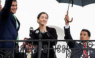 QUITO/ ECUADOR DIC/01/2008<br /> El Presidente de Ecuador, Rafael Correa (izq.), recib&iacute;o hoy a la ex candidata presidencial colombiana Ingrid Betancourt (centro),  en una reuni&oacute;n privada en la sede del Gobierno ecuatoriano. Durante la reuni&oacute;n, la pol&iacute;tica franco-colombiana, rescatada de su cautiverio de la guerrilla de las FARC en julio pasado, le agradeci&oacute; las gestiones que en su d&iacute;a hizo por ella.<br /> (Photo by IPAPHOTO.COM)