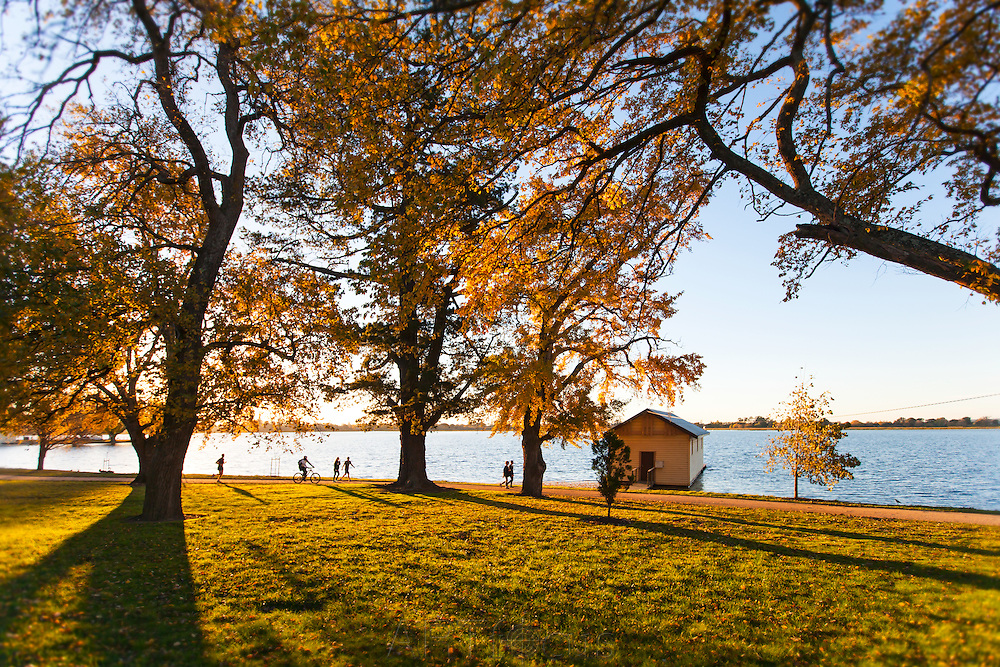 Walking and cycling around Lake Wendouree<br />