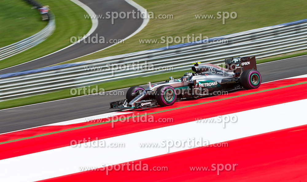 01.07.2016, Red Bull Ring, Spielberg, AUT, FIA, Formel 1, Grosser Preis von Österreich, Training, im Bild Nico Rosberg (GER) Mercedes AMG Petronas F1 Team // German Formula One driver Nico Rosberg of Mercedes AMG F1 during the Trainings for the Austrian Formula One Grand Prix at the Red Bull Ring in Spielberg, Austria on 2016/07/01. EXPA Pictures © 2016, PhotoCredit: EXPA/ Johann Groder