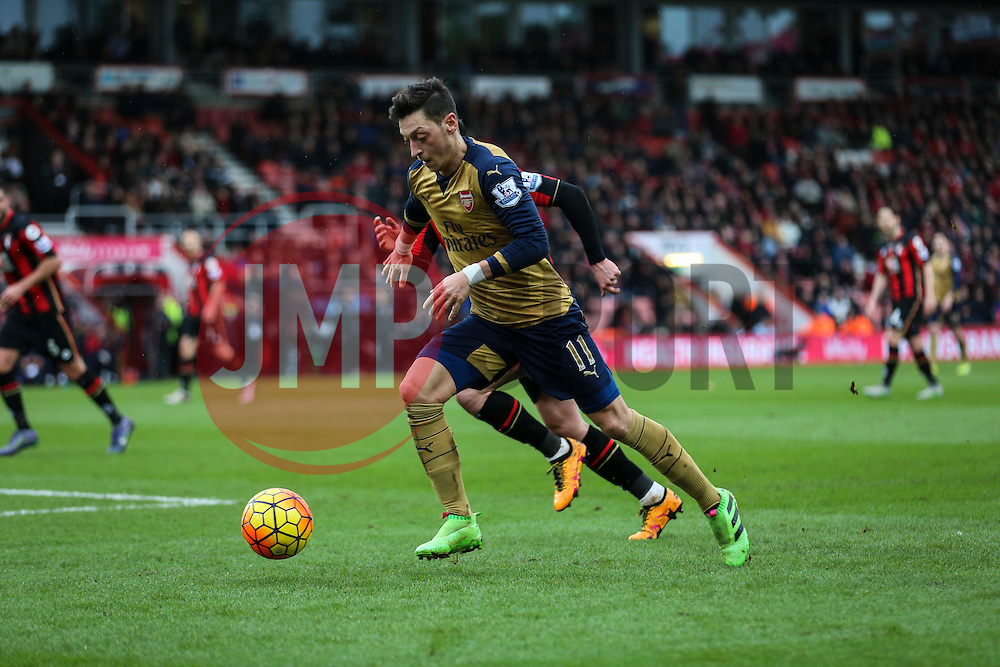 Mesut Ozil of Arsenal in action - Mandatory by-line: Jason Brown/JMP - Mobile 07966 386802 07/02/2016 - SPORT - FOOTBALL - Bournemouth, Vitality Stadium - AFC Bournemouth v Arsenal - Barclays Premier League