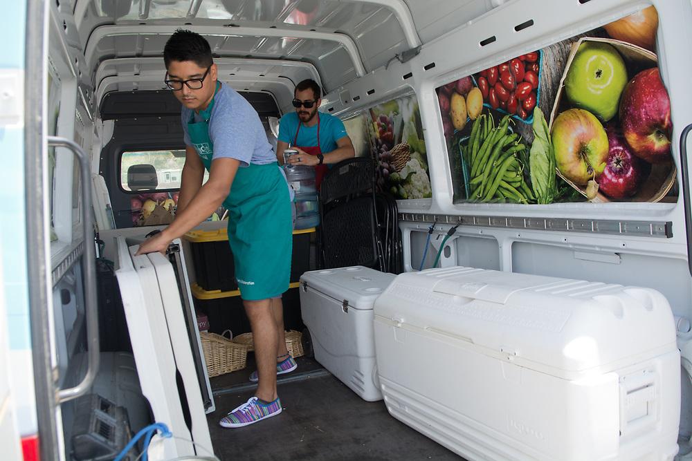 Mobile Farmers' Market (Marla Brose/Albuquerque Journal)
