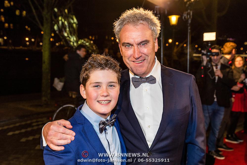 NLD/Amsterdam/20161222 - Première 32ste Wereldkerstcircus, Jeroen Jorna en zoon