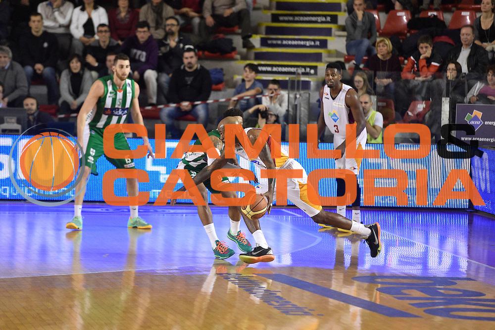 DESCRIZIONE : Roma Lega A 2014-15 <br /> Acea Virtus Roma - Sidigas Avellino <br /> GIOCATORE : Ramel Curry<br /> CATEGORIA : palleggio penetrazione controcampo<br /> SQUADRA : Acea Virtus Roma<br /> EVENTO : Campionato Lega A 2014-2015 <br /> GARA : Acea Virtus Roma - Sidigas Avellino <br /> DATA : 04/04/2015<br /> SPORT : Pallacanestro <br /> AUTORE : Agenzia Ciamillo-Castoria/GiulioCiamillo<br /> Galleria : Lega Basket A 2014-2015  <br /> Fotonotizia : Roma Lega A 2014-15 Acea Virtus Roma - Sidigas Avellino
