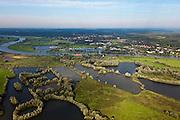 Nederland, Gelderland, Gemeente Arnhem, 03-10-2010; zicht op Meinerswijk, naar het oosten. Links op het tweede plan het regelwerk (doorlaatwerk met schuiven), onderdeel van de voormalige IJssellinie. Ter hoogte van de oude steenfabriek (met rood pannendak) kon de rivier door middel van drijvende stuw afgesloten worden..In het kader van het programma Ruimte voor de Rivier zullen delen van de uiterwaard afgraven worden. Ook zal het gebied opnieuw ingericht worden..View of floodplains and polder Meinerswijk, Arnhem to the left. In the foreground control works (operating with slides) part of the former IJssel defense line. The area will partly excavated to create 'space for the river'.  .luchtfoto (toeslag), aerial photo (additional fee required).foto/photo Siebe Swart
