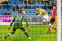 ARNHEM - Vitesse - PSV , Voetbal , Eredivisie , Seizoen 2016/2017 , Gelredome , 29-10-2016 ,  Vitesse speler Ricky van Wolfswinkel (m) met schot op PSV keeper Remko Pasveer (l)