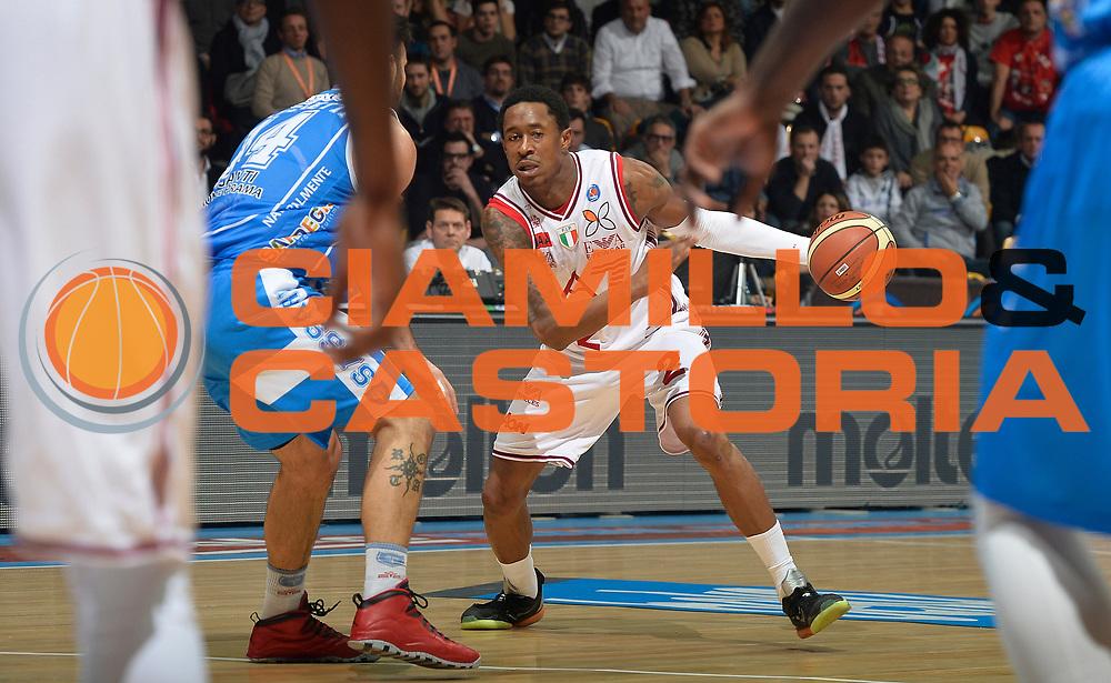DESCRIZIONE : Final Eight Coppa Italia 2015 Finale Olimpia EA7 Emporio Armani Milano - Dinamo Banco di Sardegna Sassari<br /> GIOCATORE : MarShon Brooks<br /> CATEGORIA : palleggio<br /> SQUADRA : EA7 Emporio Armani Olimpia MIlano<br /> EVENTO : Final Eight Coppa Italia 2015<br /> GARA : Olimpia EA7 Emporio Armani Milano - Dinamo Banco di Sardegna Sassari<br /> DATA : 22/02/2015<br /> SPORT : Pallacanestro <br /> AUTORE : Agenzia Ciamillo-Castoria/R.Morgano<br /> GALLERIA : Lega Basket A 2014-2015<br /> FOTONOTIZIA : Final Eight Coppa Italia 2015 Finale Olimpia EA7 Emporio Armani Milano - Dinamo Banco di Sardegna Sassari<br /> PREDEFINITA :